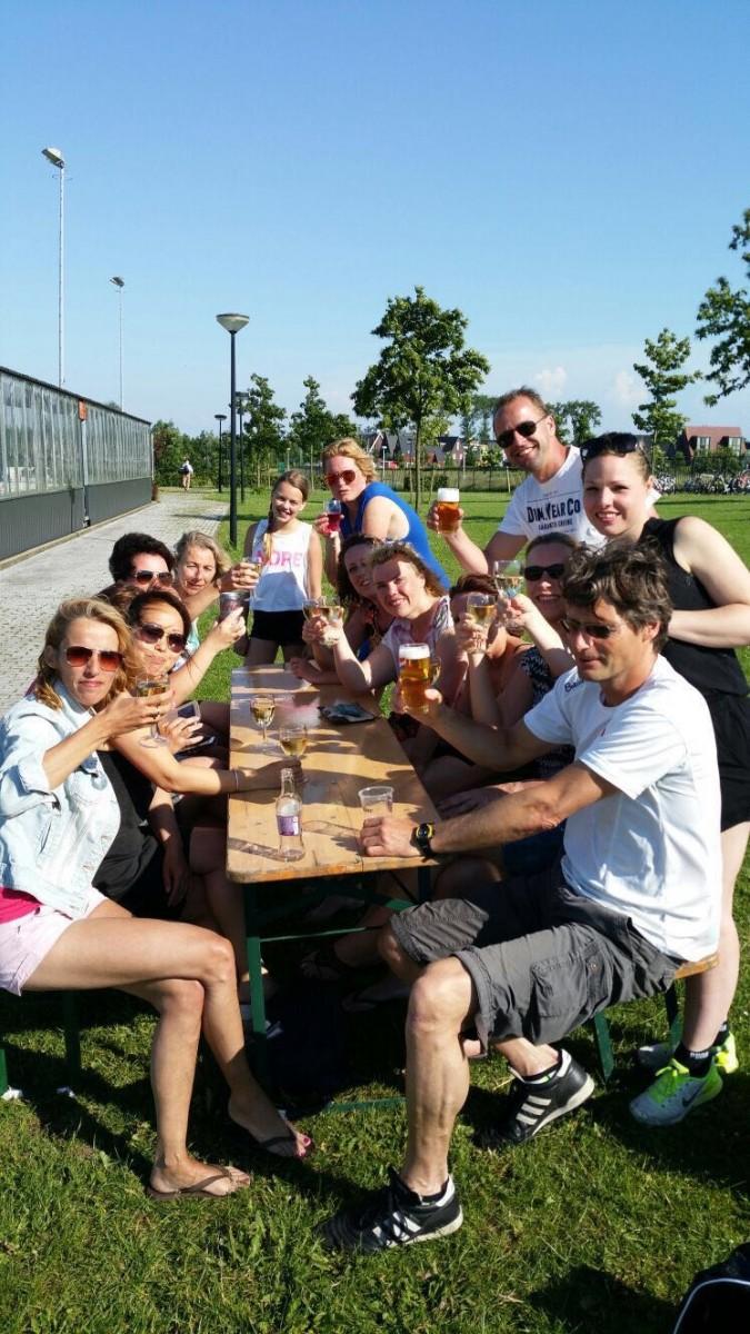 Dames-voetbalteam-PVCV-in-Vleuten uit eten