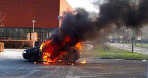 autobrand_naast_bureau_politie_leidsche_rijn