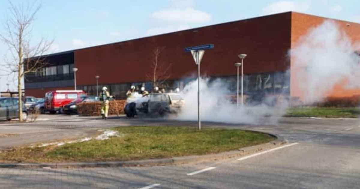 autobrand_naast_bureau_politie_leidsche_rijn2