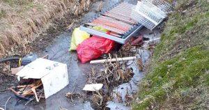 Politie-op-zoek-naar-getuigen-na-dumpen-afval