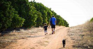 lopen_wandelen_hond_kind