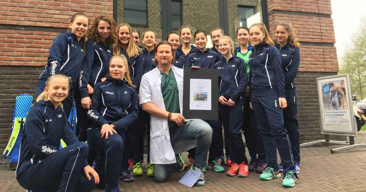 Hockeyclub-Rijnvliet-zamelt-geld-in-voor-MARKdierenarts
