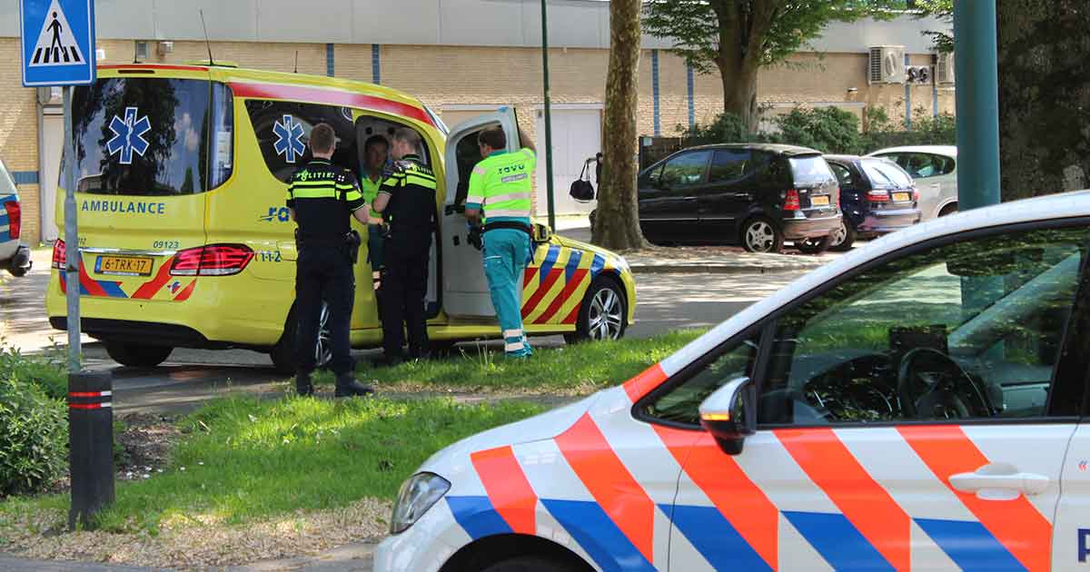 Twee-fietsers-botsen-in-De-Meern,-oudere-vrouw-gewond2