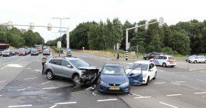 Drie-auto's-botsen-met-elkaar-op-kruispunt-in-De-Meern_foto_112mediautrecht