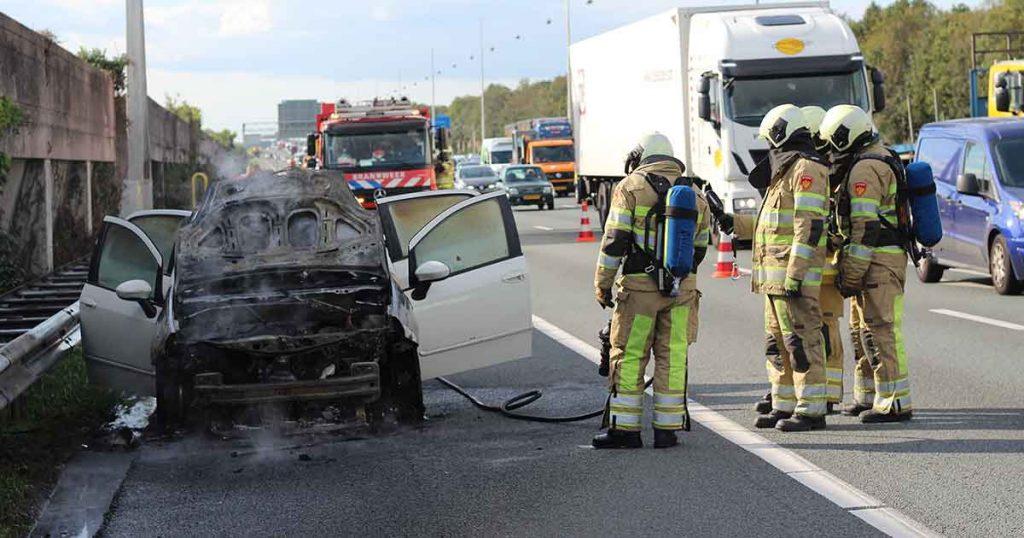 Auto vliegt in brand op de A12 bij De Meern_2_foto_112mediautrecht
