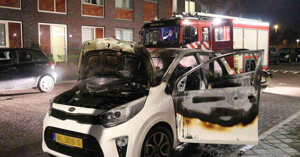 Auto-volledig-uitgebrand-in-Leidsche-Rijn_foto_112mediautrecht