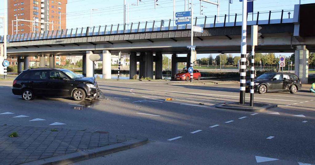 Aanrijding-tussen-twee-auto's-op-de-Vleutensebaan4-foto-112mediautrecht