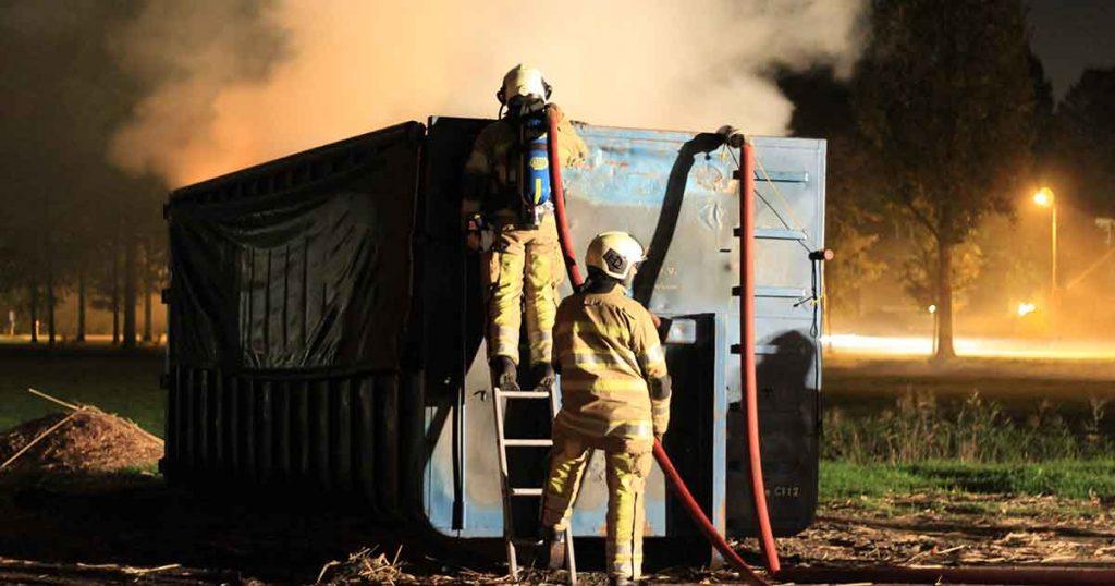 Brandende-container-met-hooi-in-Maximapark-zorgt-voor-flinke-vlammen2_foto_112mediautrecht