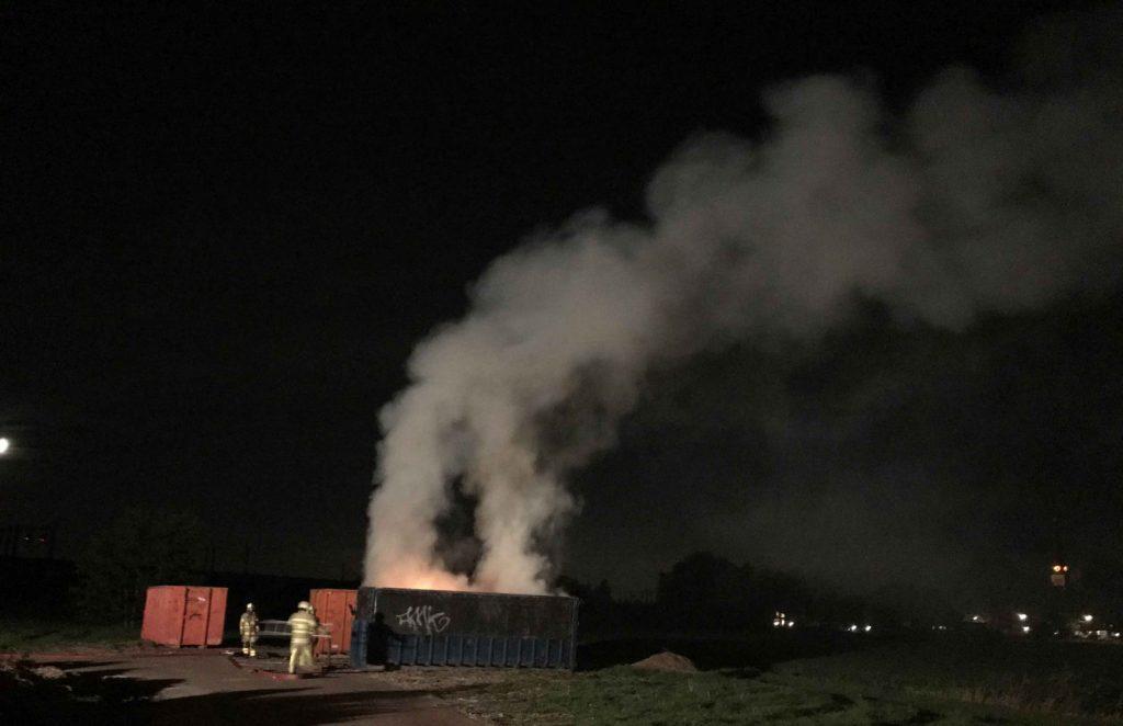Brandende-container-met-hooi-in-Maximapark-zorgt-voor-flinke-vlammen3_foto_112mediautrecht