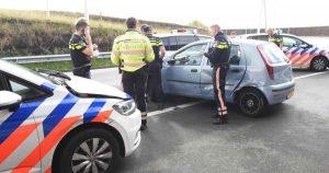 Politie-rijdt-verdachte-klem_foto_michiel_beers