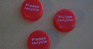 plastic_doppen_please_recycle_foto_hans_peter_van_rietschoten