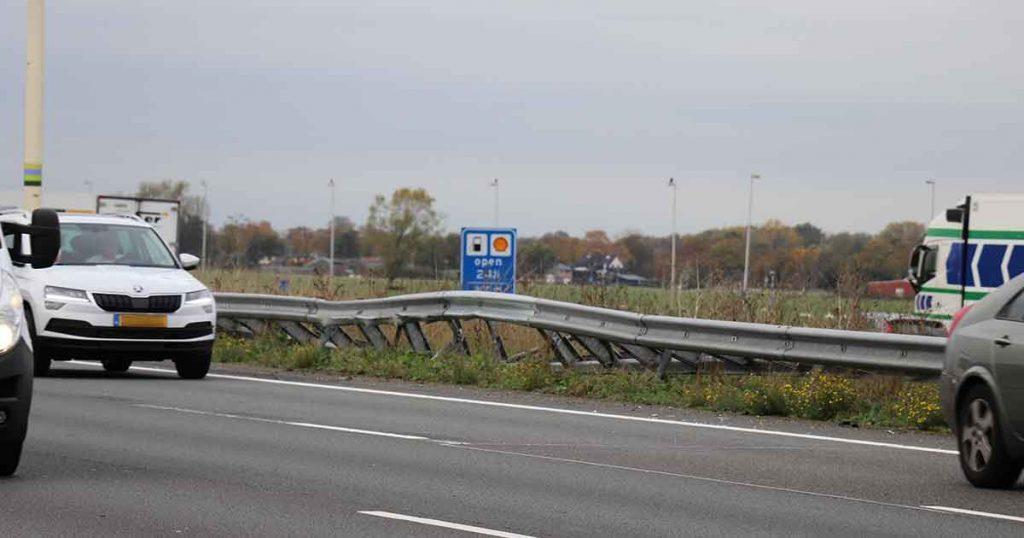 Auto-belandt-in-vangrail-op-A12_foto_112mediautrecht