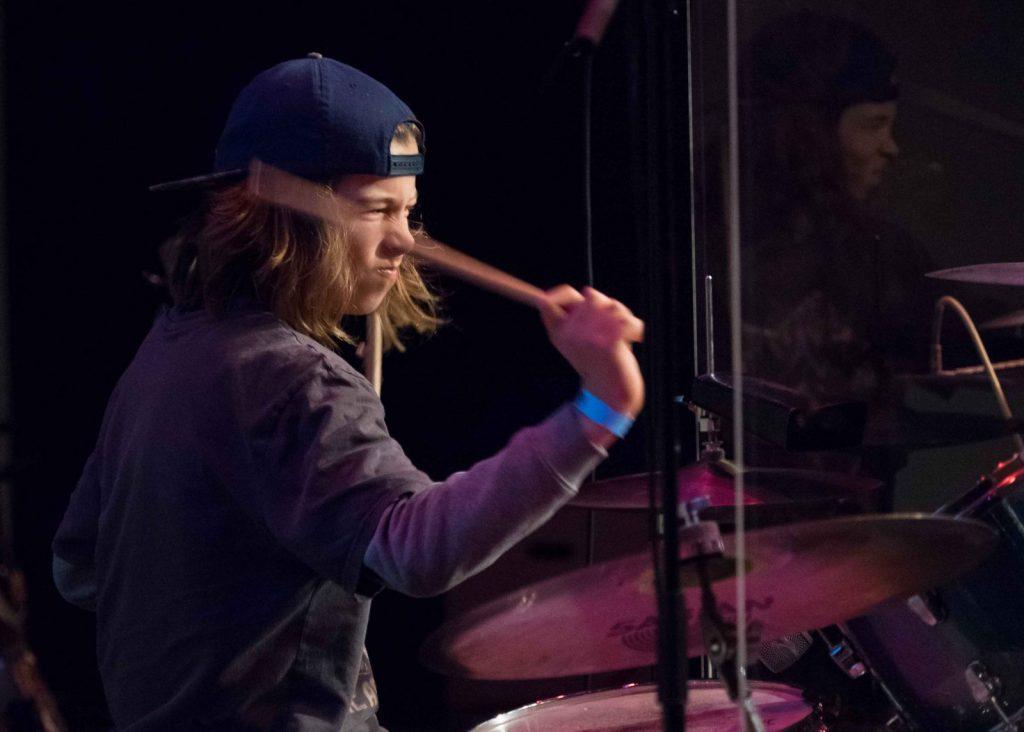 De-12-jarige-drummer-van-Phoenix-maakte-indruk-PB230105_foto-Dinger-Knoop