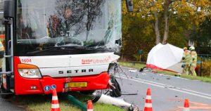 Dodelijke-aanrijding-tussen-bus-en-auto-op-N228_112mediautrecht