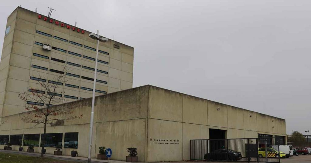 Glassenwassers-vast-op-8e-verdieping-van-brandweer-kazerne-Leidsche-Rijn_foto_112mediautrecht
