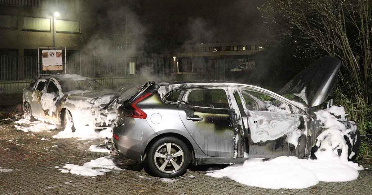 Meerdere-auto's-in-vlammen-opgegaan2_foto_112mediautrecht