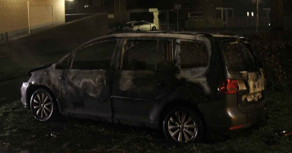 Autobrand-volledig-in-vlammen-op-in-Vleuten-foto_js_multimedia