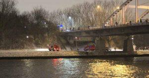 Man-springt-in-Amsterdam-Rijnkanaal2_foto_112mediautrecht