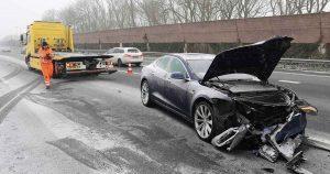 Tesla-knalt-op-vrachtwagen-op-A12-bij-De-Meern2_foto_112mediautrecht