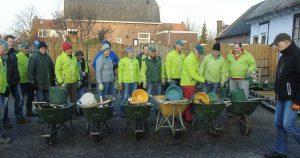 vrijwilligers_plaatsen_Max_de_uil_wegwijzers_foto_hp_van_rietschoten