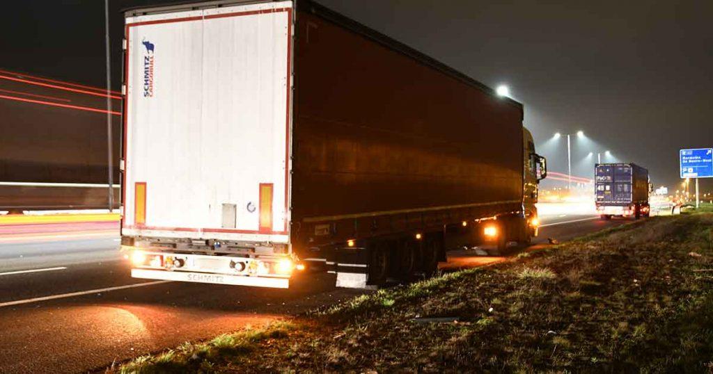 Botsing-op-de-A12-tussen-een-personenauto-en-twee-vrachtwagens_foto_112mediautrecht