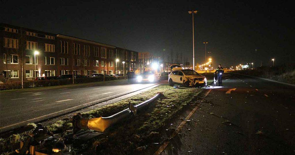 Dronken-automobilist-rijd-lantaarnpaal-op-de-Stadsbaan-omver_2_foto_112mediautrecht