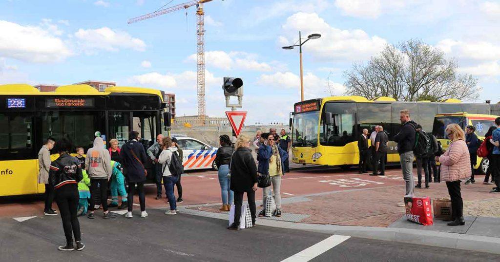 Aanrijding-tussen-maaltijdbezorger-op-fiets-en-lijnbus3_foto_112mediautrecht