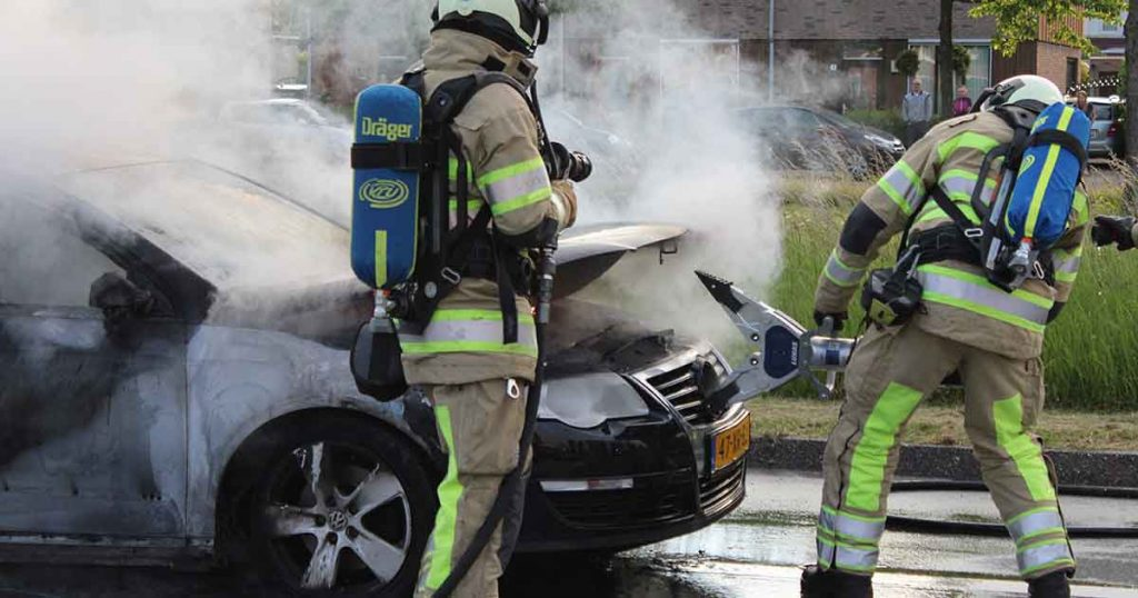 Auto-vliegt-in-brand-tijdens-rijden-in-Vleuterweide_3_foto_112mediautrecht