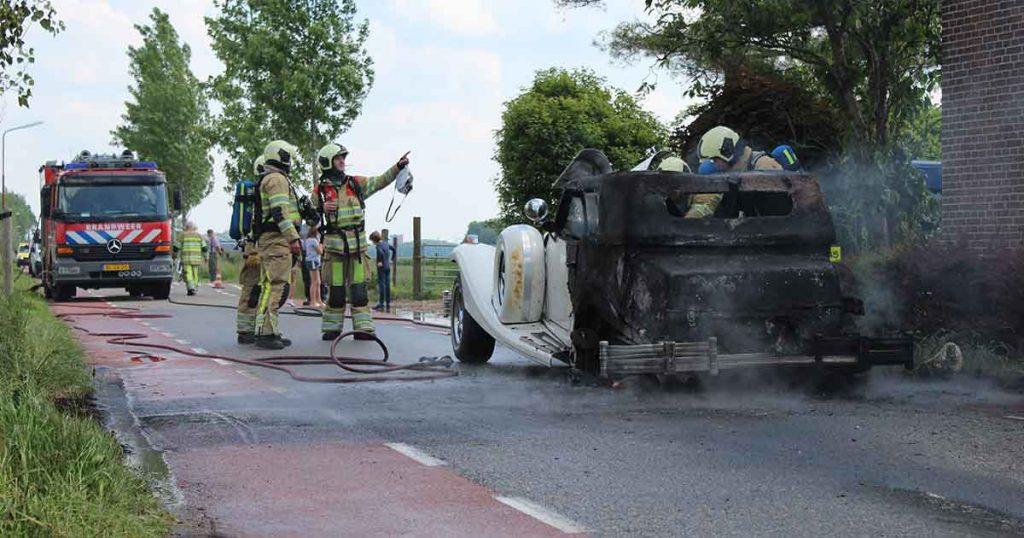 Brandweer-schaalt-groot-op-na-autobrand_3_foto_112mediautrecht