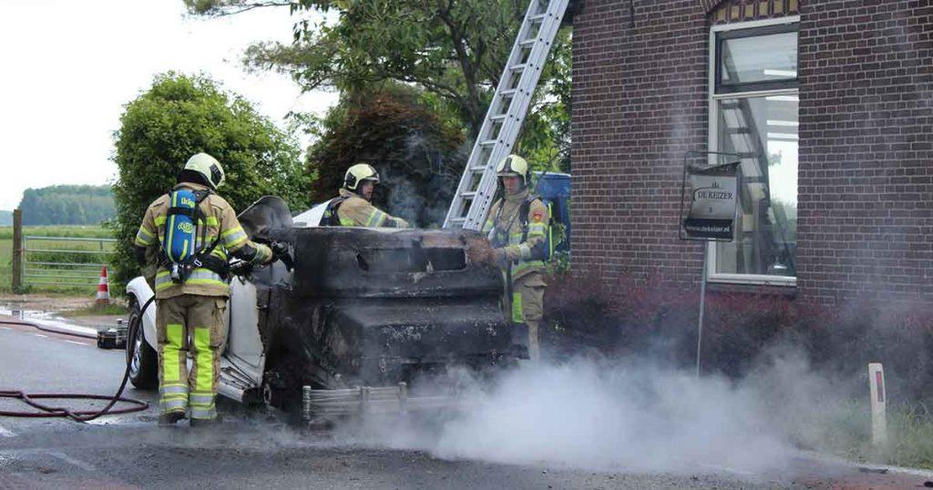 Brandweer-schaalt-groot-op-na-autobrand_4_foto_112mediautrecht