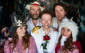Zomerse Zondagen: Het Kleine Theater en band - De Sprookjesrevue 3+ @ Podium Hoge Woerd