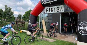 wielrenners-finishen-dwars-door-brouwerij
