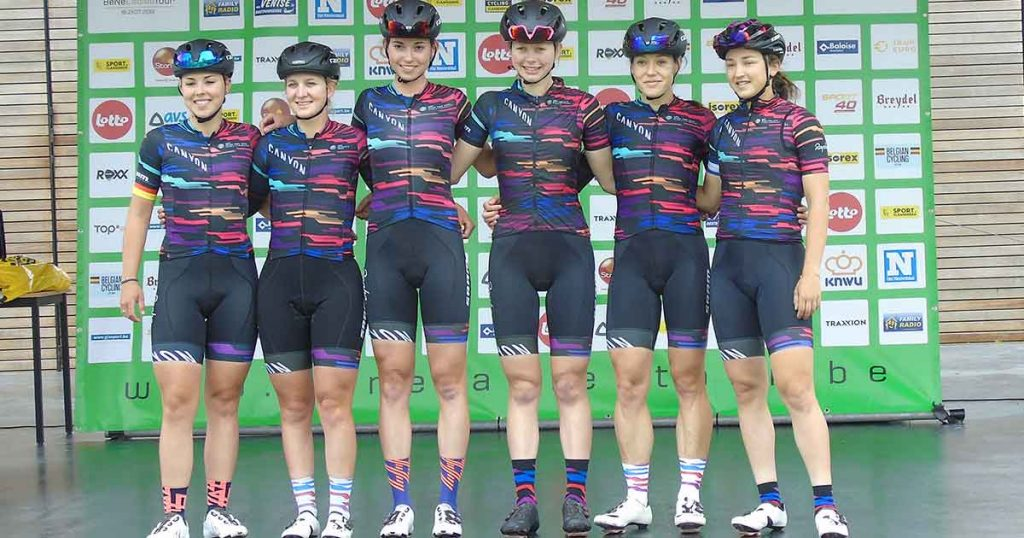 bene_ladies_Ploeg-met-uiterst-links-winnares-Lisa-Kleinfoto_hp_van_rietschoten