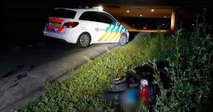 Bejaardevrouw-treft-twee-inbrekers-naast-haar-bed-aan_foto_politie