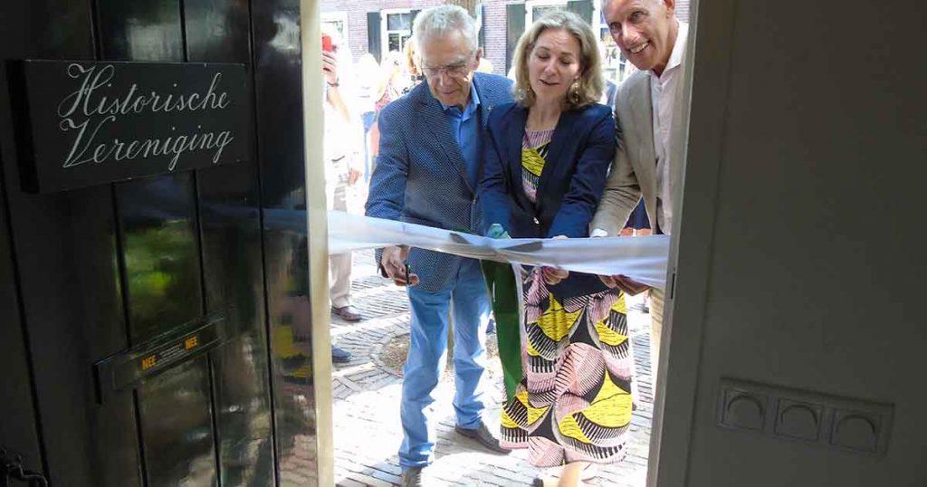 Opening door Wethouder Anke Klein, bestuurslid van de Historische Vereniging Jan Sangers en procurator Henny Smorenburg