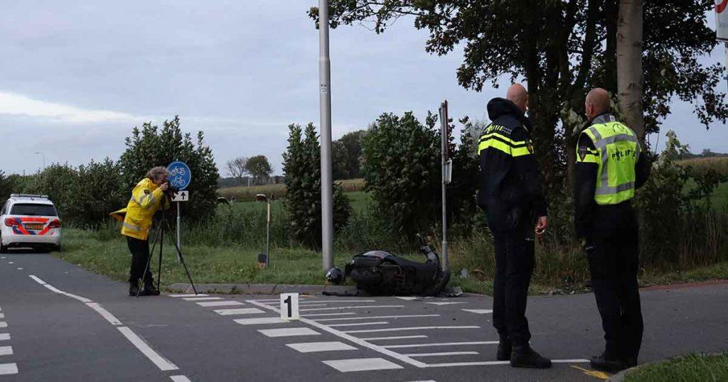 Scooter-total-loss-na-aanrijding-met-auto_op n228 foto_112mediautrecht