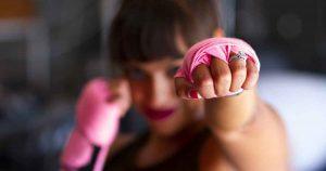 vrouw_boksen_sterk_kanker_vechten_foto_Sarah_Cervantes