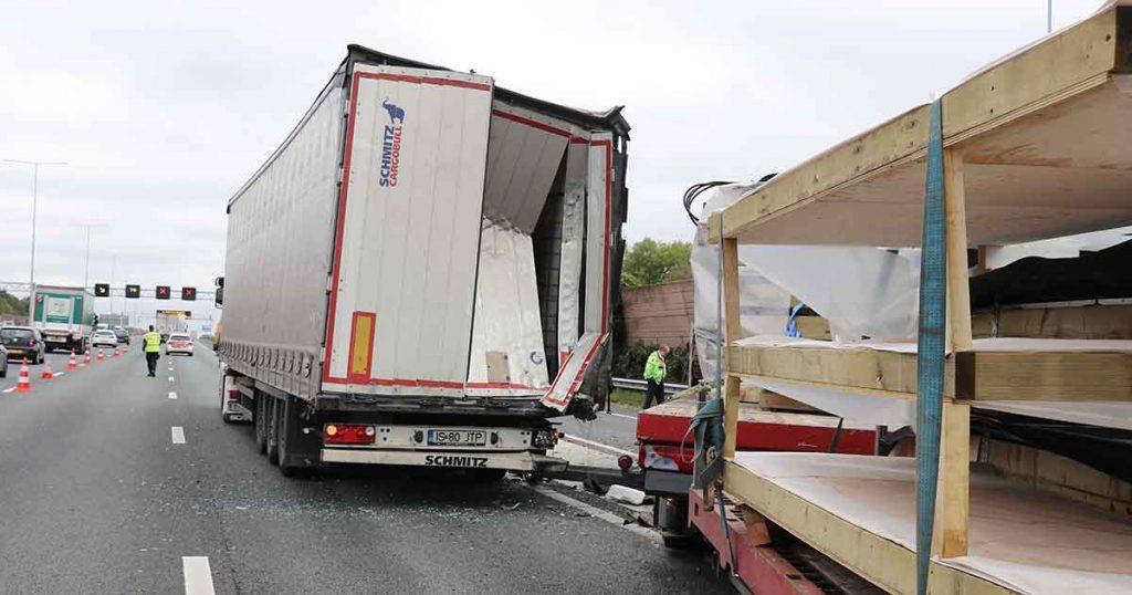 Vrachtwagenchauffeur-bekneld-na-ongeval-op-A12_foto_112mediautrecht_1