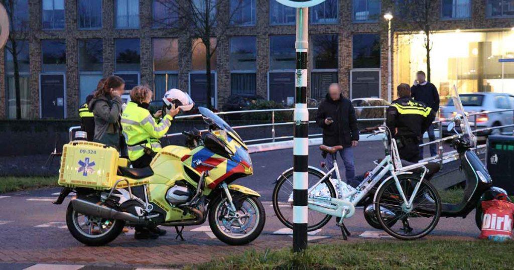 Aanrijding tussen scooterrijder en fietser in Parkwijk