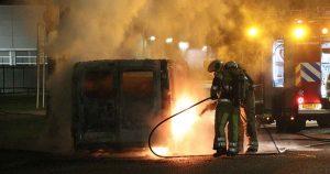 Bestelbus-brandt-uit-op-bedrijventerrein-Oudenrijn-in-De-Meern_4_foto_112mediautrecht