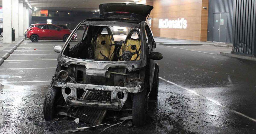 Winkelcentrum-De-Wall-en-McDonald's-ontruimd-na-autobrand_1_foto_112mediautrecht