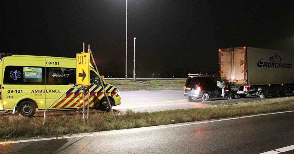 Beschonken automobilist rijdt achterop vrachtwagen op A12