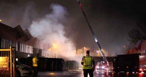 Grote-brand-bij-van-doorn-tegenover-Utrechtse-Bazaar-in-Papendorp1_foto_112mediautrecht