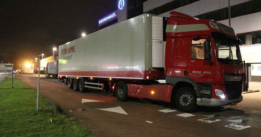 Vrachtwagen-rijdt-zich-vast-in-Leidsche-Rijn_4_foto_112MediaUtrecht