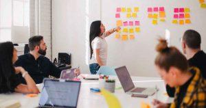 idee_samenwerken_zakelijk_brainstorm_vergaderen_foto_You-X-Ventures
