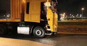 Beveiliger ondekt inbraak bij geparkeerde vrachtwagen in Haarrijn
