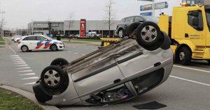Auto-belandt-op-de-kop-na-aanrijding-in-Leidsche-Rijn_1_foto_112mediautrecht