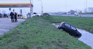 Auto-te-water-bij-Shell-Hellevliet_3_foto_112mediautrecht