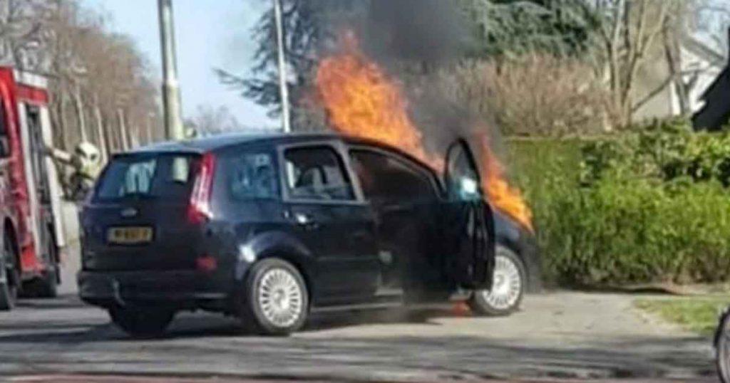 Voertuig vat rijdend vlam in De Meern_4_foto_112mediautrecht