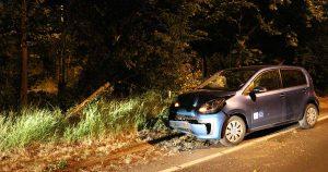 Auto knalt tegen boom in Leidsche Rijn1_foto_112mediautrecht